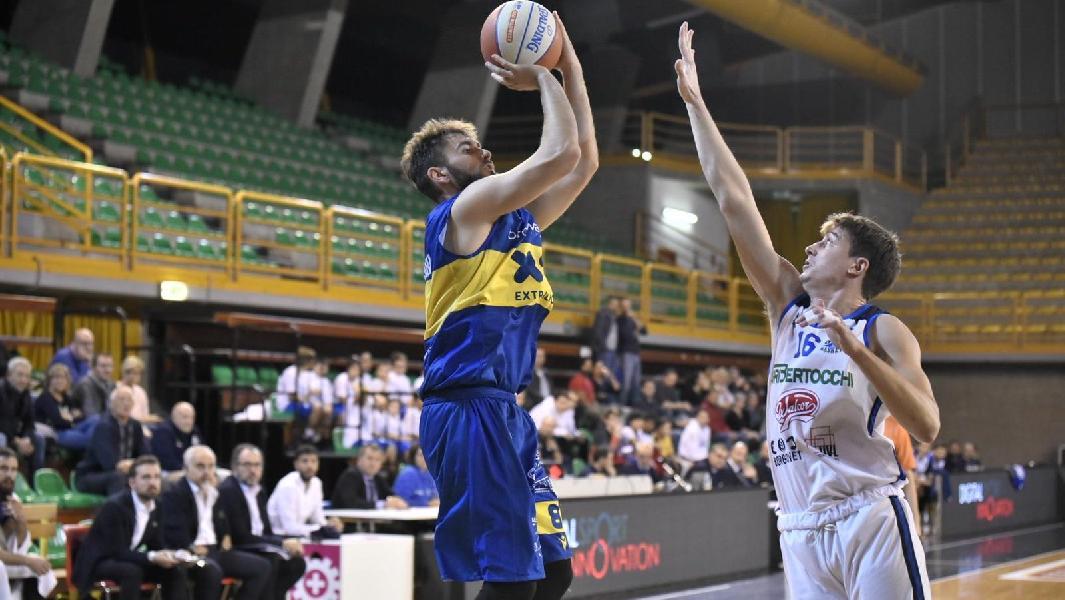 https://www.basketmarche.it/immagini_articoli/19-10-2019/ancora-finale-fatale-poderosa-montegranaro-beffata-orzinuovi-600.jpg