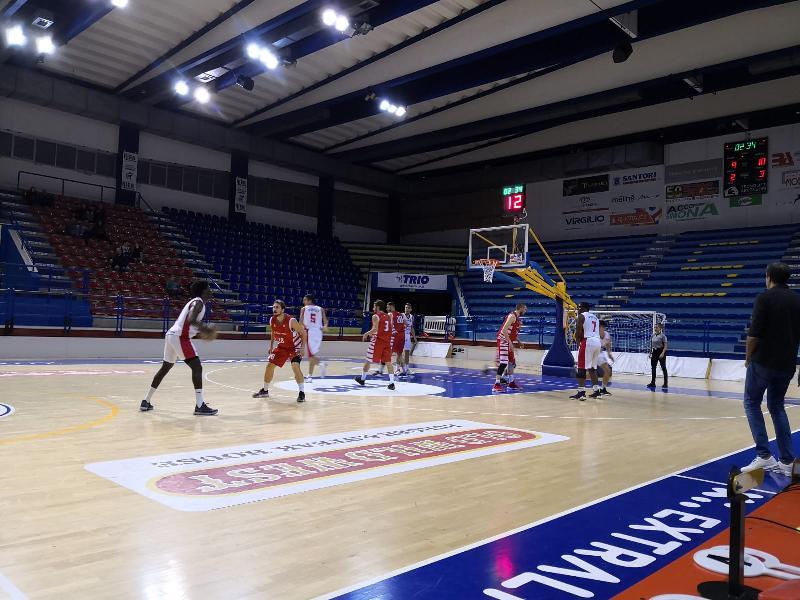 https://www.basketmarche.it/immagini_articoli/19-10-2019/basket-tolentino-espugna-campo-chem-virtus-porto-giorgio-resta-imbattuto-600.jpg