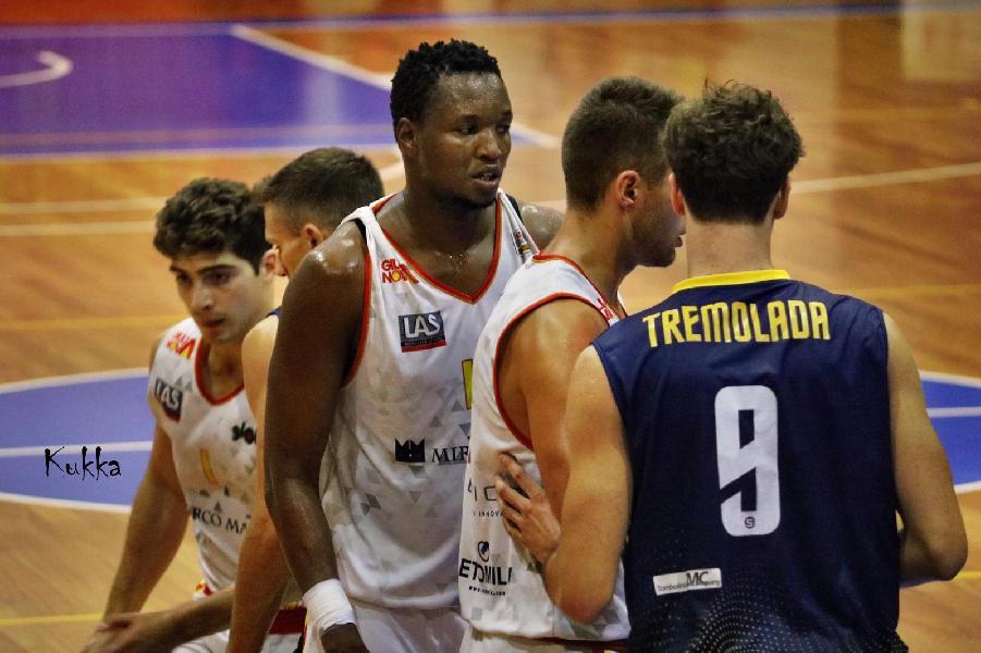 https://www.basketmarche.it/immagini_articoli/19-10-2019/giulianova-basket-cerca-continuit-derby-teramo-basket-600.jpg