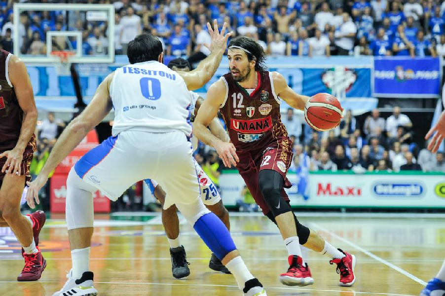 https://www.basketmarche.it/immagini_articoli/19-10-2019/longhi-treviso-vince-merito-derby-reyer-venezia-600.jpg