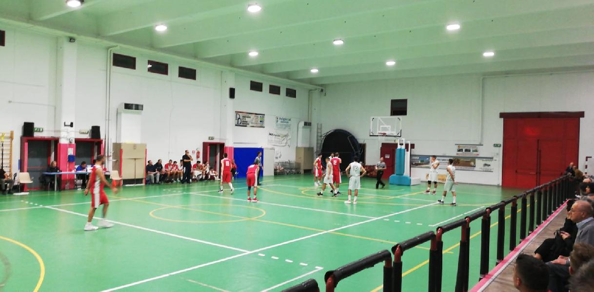 https://www.basketmarche.it/immagini_articoli/19-10-2019/regionale-girone-anticipi-macerata-corsara-imbattuta-bene-sporting-88ers-600.jpg