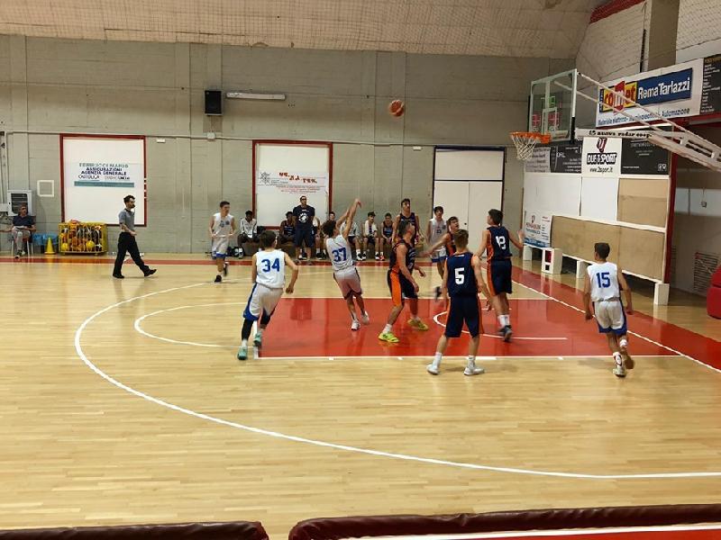 https://www.basketmarche.it/immagini_articoli/19-10-2019/under-aurora-jesi-passa-campo-basket-maceratese-600.jpg