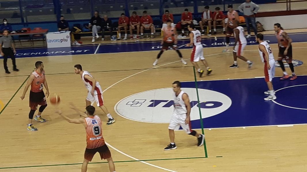 https://www.basketmarche.it/immagini_articoli/19-10-2021/basket-gualdo-coach-paleco-abbiamo-meritato-vittoria-sono-soddisfatto-reazione-avuta-600.jpg