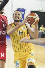 https://www.basketmarche.it/immagini_articoli/19-11-2017/serie-b-nazionale-netta-vittoria-del-basket-recanati-a-fabriano-nel-derby-270.jpg