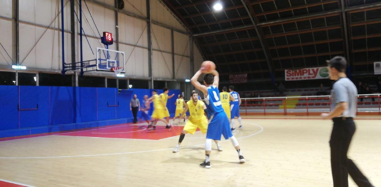 https://www.basketmarche.it/immagini_articoli/19-11-2018/ferma-campo-loreto-pesaro-striscia-positiva-montemarciano-600.jpg