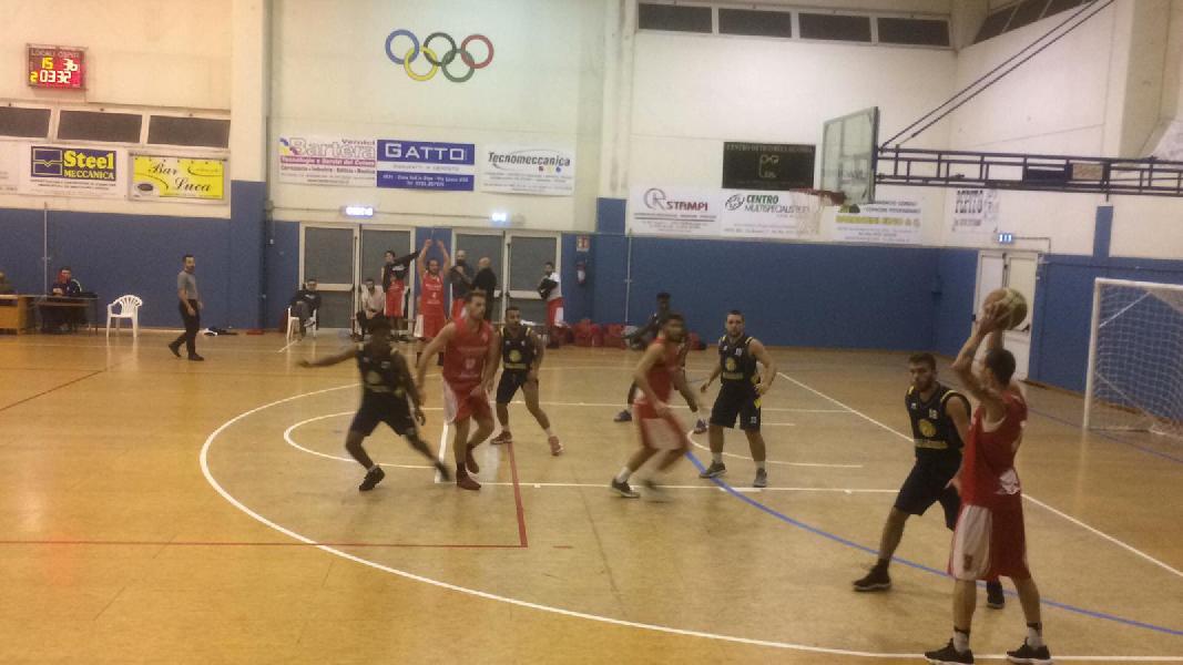 https://www.basketmarche.it/immagini_articoli/19-11-2018/posticipo-netta-vittoria-leone-ricci-chiaravalle-campo-vallesina-600.jpg