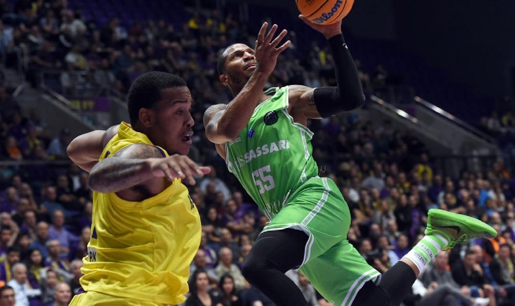 https://www.basketmarche.it/immagini_articoli/19-11-2019/basketball-champions-league-dinamo-sassari-risale-sbanca-holon-toto-arena-600.jpg
