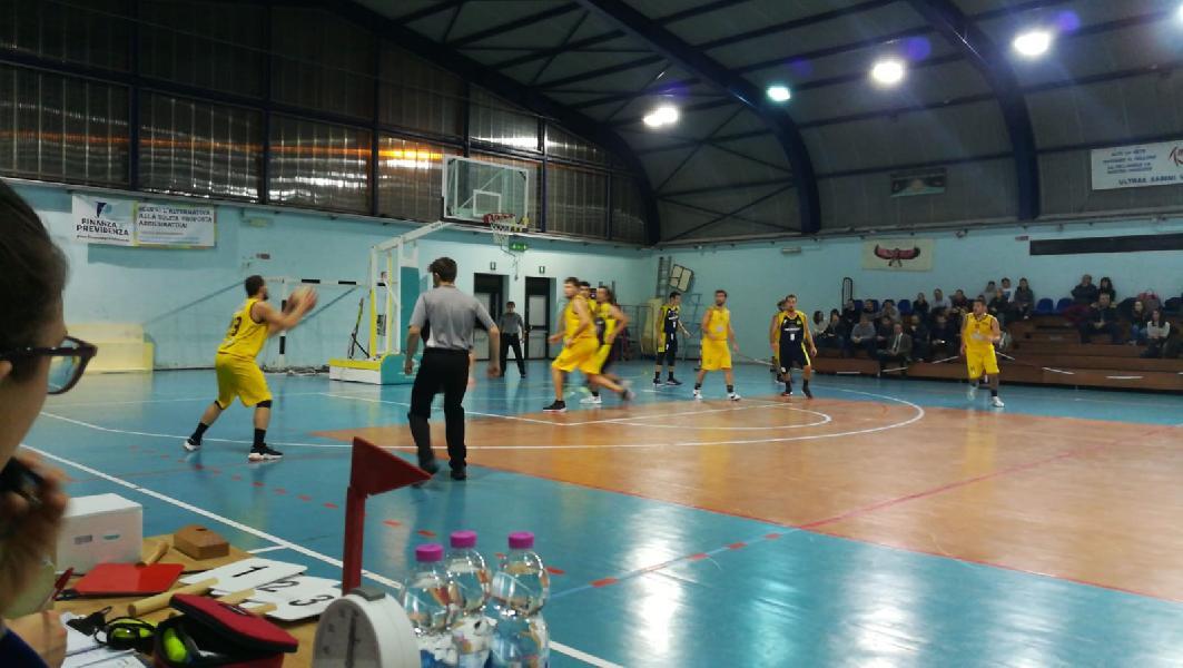 https://www.basketmarche.it/immagini_articoli/19-11-2019/regionale-girone-posticipo-basket-fanum-espugna-campo-dinamis-falconara-600.jpg