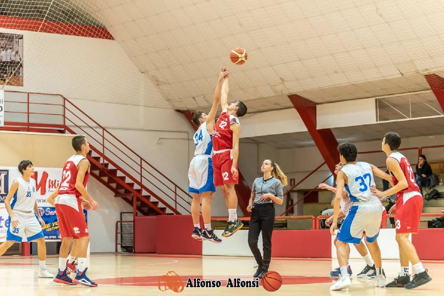 https://www.basketmarche.it/immagini_articoli/19-11-2019/under-pesaro-passa-campo-basket-maceratese-rimane-imbattuta-600.jpg