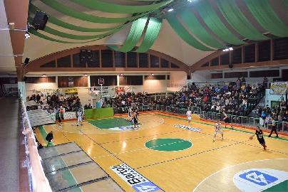 https://www.basketmarche.it/immagini_articoli/19-12-2017/serie-c-silver-il-nuovo-basket-fossombrone-chiude-l-andata-contro-falconara-270.jpg