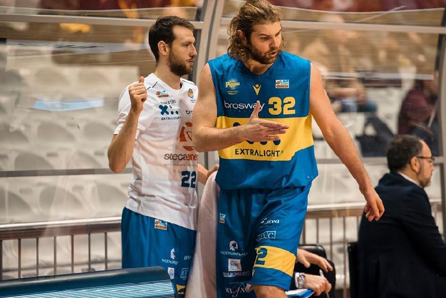 https://www.basketmarche.it/immagini_articoli/19-12-2019/intrecci-mercato-poderosa-montegranaro-basket-ravenna-possibile-scambio-cucci-cardillo-600.jpg