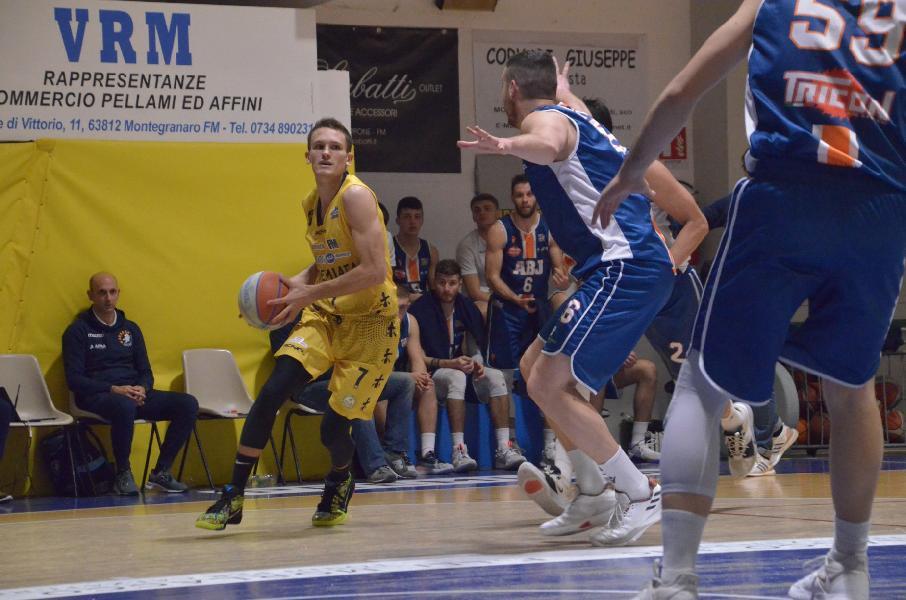 https://www.basketmarche.it/immagini_articoli/19-12-2019/sutor-montegranaro-francesco-villa-jesi-dovevamo-reagire-abbiamo-fatto-andiamo-ancona-vincere-600.jpg