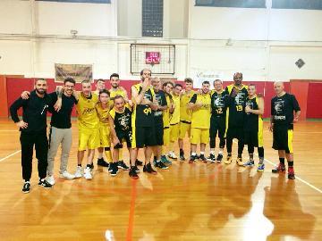 https://www.basketmarche.it/immagini_articoli/20-01-2018/prima-divisione-b-la-dinamis-falconara-si-arrende-alla-capolista-new-basket-jesi-270.jpg