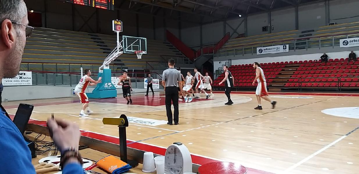 https://www.basketmarche.it/immagini_articoli/20-01-2020/canestro-riccardo-graciotti-sirena-regala-vittoria-auximum-osimo-camb-600.jpg