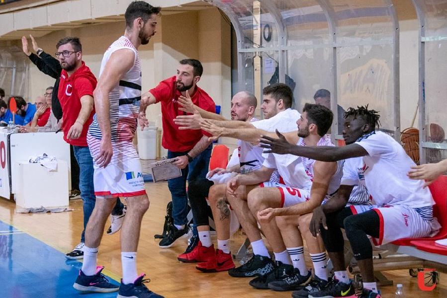 https://www.basketmarche.it/immagini_articoli/20-02-2020/unibasket-lanciano-trasferta-falconara-tornare-vittoria-600.jpg