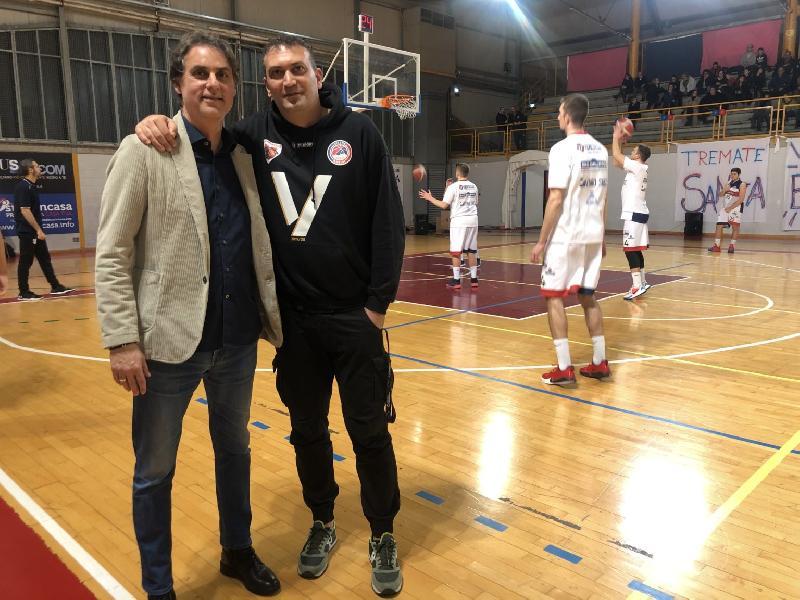 https://www.basketmarche.it/immagini_articoli/20-03-2020/virtus-assisi-massimo-semprevivo-partita-vincere-importante-restiamo-casa-600.jpg