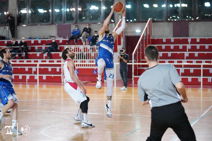 https://www.basketmarche.it/immagini_articoli/20-03-2021/janus-fabriano-esce-distanza-espugna-campo-guerriero-padova-600.jpg