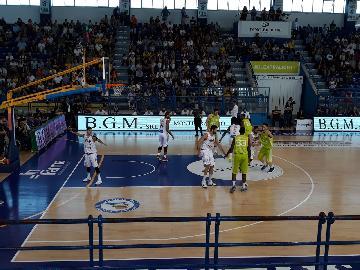 https://www.basketmarche.it/immagini_articoli/20-05-2018/serie-a2-playoff-gara-4-finisce-il-sogno-della-poderosa-montegranaro-al-palasavelli-passa-trieste-270.jpg