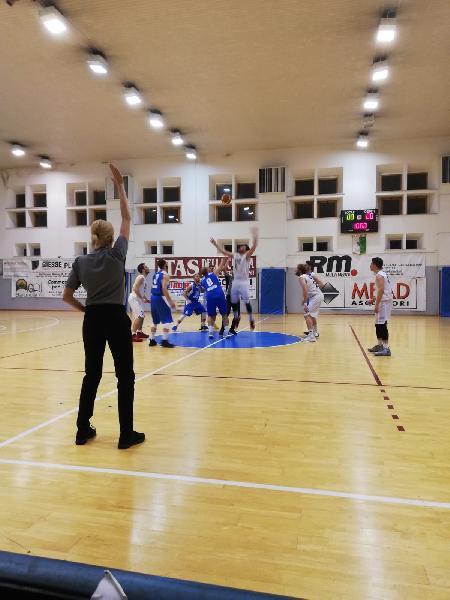 https://www.basketmarche.it/immagini_articoli/20-05-2019/regionale-finals-live-gara-basket-giovane-montemarciano-risultato-fine-quarto-600.jpg