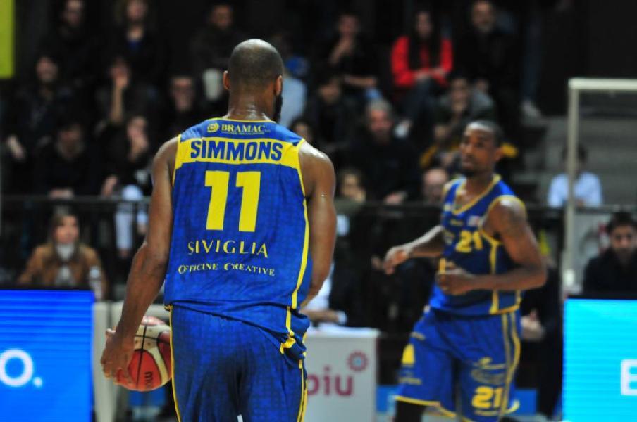 https://www.basketmarche.it/immagini_articoli/20-05-2019/serie-playoff-chiude-bergamo-stagione-poderosa-montegranaro-600.jpg