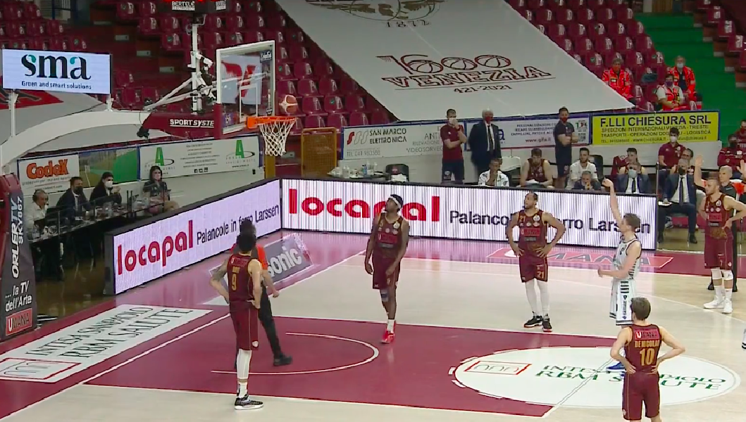 https://www.basketmarche.it/immagini_articoli/20-05-2021/playoff-reyer-venezia-risale-supera-volata-dinamo-sassari-600.png