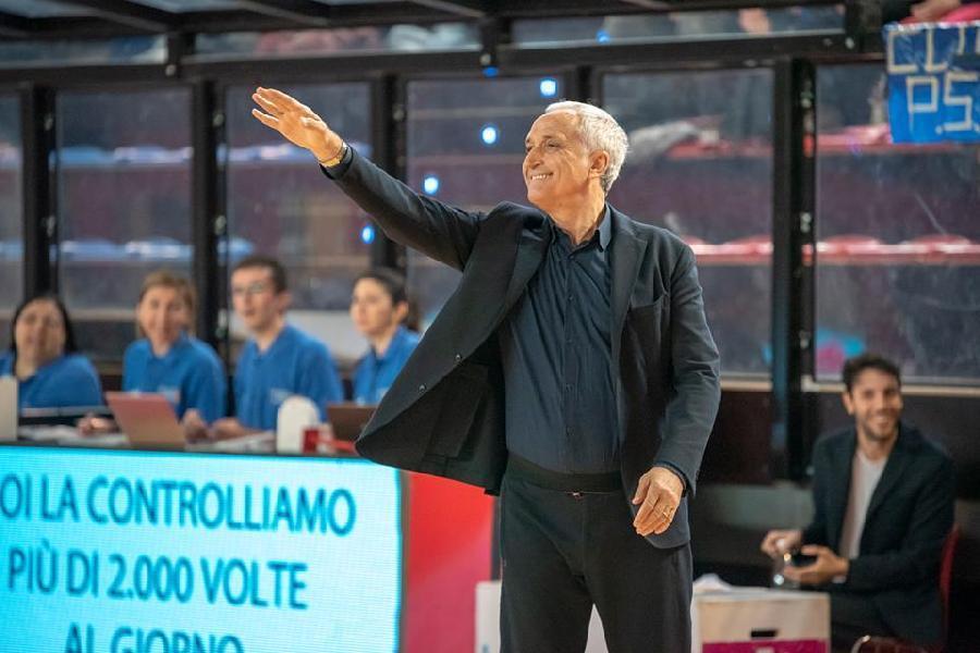 https://www.basketmarche.it/immagini_articoli/20-05-2021/repesa-fortitudo-bologna-primi-nomi-panchina-pesaro-2122-600.jpg