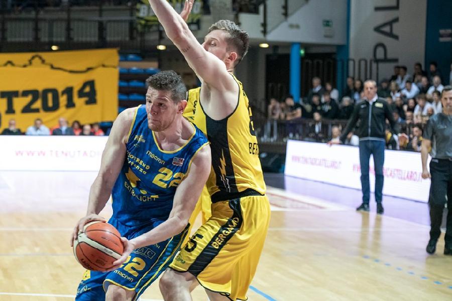 https://www.basketmarche.it/immagini_articoli/20-06-2019/forte-interessamento-pallacanestro-trapani-valerio-amoroso-600.jpg