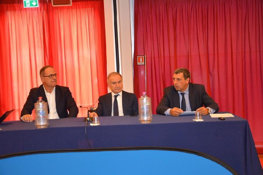 https://www.basketmarche.it/immagini_articoli/20-06-2019/presidente-giovanni-petrucci-sbarca-marche-venerd-incontro-societ-600.jpg