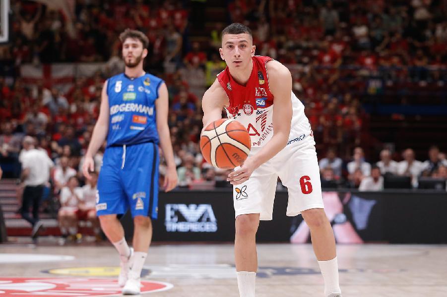 https://www.basketmarche.it/immagini_articoli/20-06-2020/olimpia-milano-rinnovo-fino-2025-golden-giordano-bortolani-600.jpg