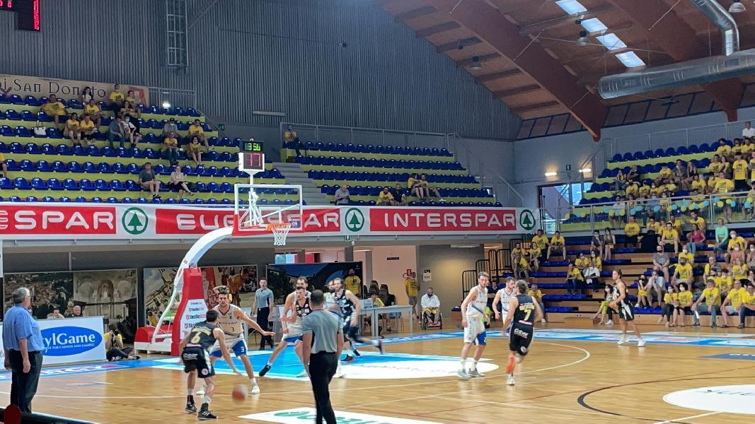 https://www.basketmarche.it/immagini_articoli/20-06-2021/finale-cividale-batte-ancora-janus-fabriano-promozione-decider-gara-600.jpg