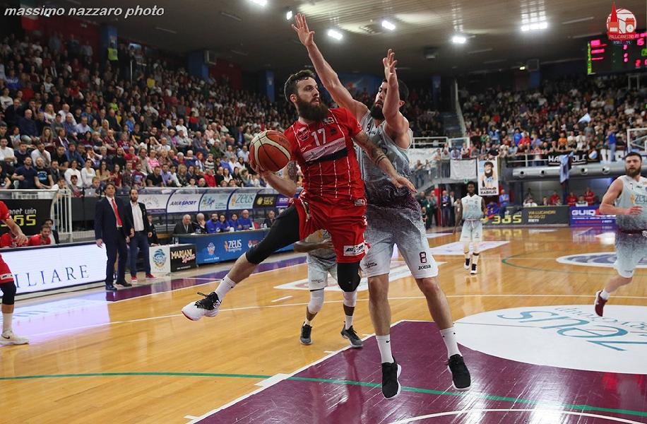https://www.basketmarche.it/immagini_articoli/20-07-2019/ufficiale-davide-bonacini-giocatore-poderosa-pallacanestro-600.jpg
