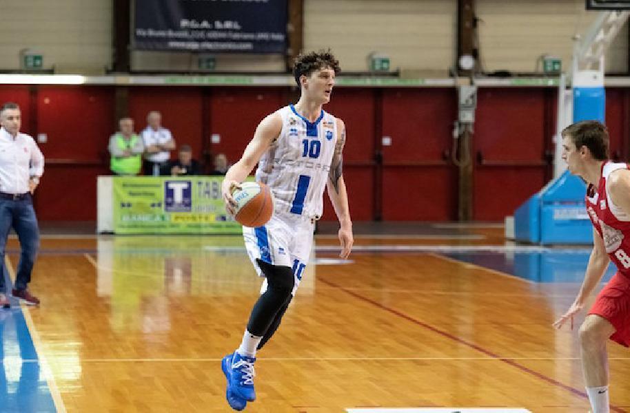 https://www.basketmarche.it/immagini_articoli/20-07-2021/rieti-spot-guardia-piace-janus-fabriano-francesco-paolin-600.jpg
