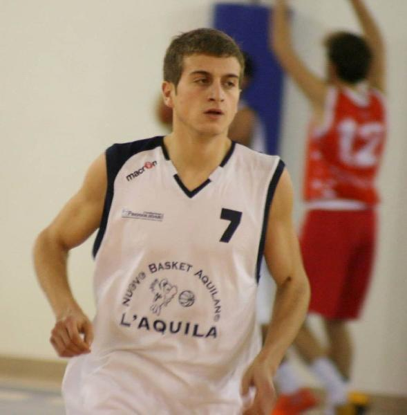 https://www.basketmarche.it/immagini_articoli/20-08-2019/basket-aquilano-massimiliano-nardecchia-capitano-sesto-anno-consecutivo-600.jpg