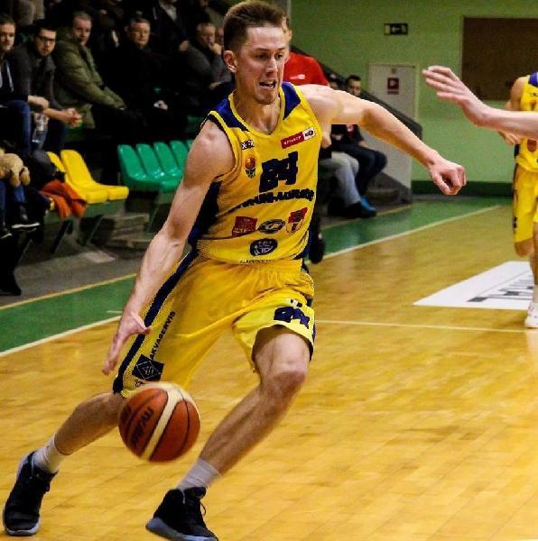 https://www.basketmarche.it/immagini_articoli/20-08-2020/ufficiale-edvinas-alunderis-giocatore-vigor-matelica-600.jpg