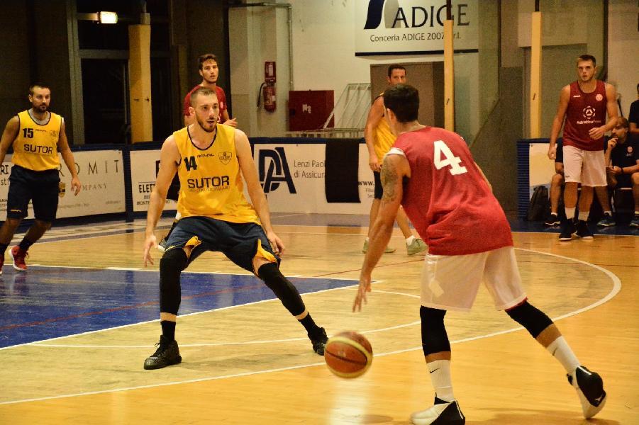 https://www.basketmarche.it/immagini_articoli/20-09-2018/serie-gold-buona-sutor-montegranaro-supera-teramo-basket-600.jpg