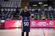 https://www.basketmarche.it/immagini_articoli/20-09-2020/supercoppa-2037-spettatori-finale-intervallo-premiato-marco-belinelli-120.jpg