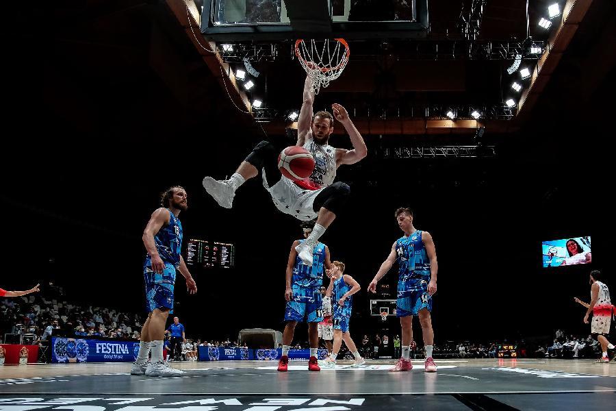 https://www.basketmarche.it/immagini_articoli/20-09-2021/olimpia-milano-brindisi-strada-finale-coach-messina-avversario-fisico-solido-disciplinato-600.jpg
