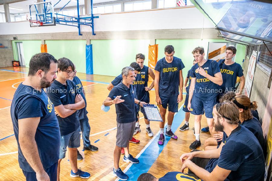 https://www.basketmarche.it/immagini_articoli/20-09-2021/sutor-montegranaro-coach-baldiraghi-brutta-partita-latteggiamento-linguaggio-corpo-600.jpg