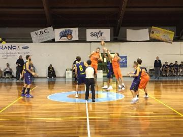 https://www.basketmarche.it/immagini_articoli/20-10-2017/d-regionale-i-brown-sugar-fabriano-superano-all-overtime-il-basket-fermo-di-un-super-tortolini-270.jpg