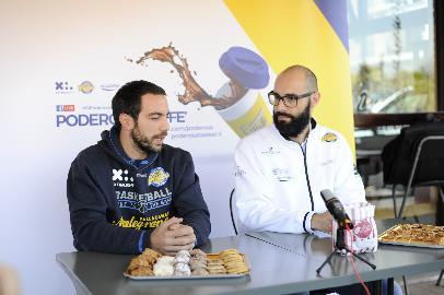 https://www.basketmarche.it/immagini_articoli/20-10-2017/serie-a2-eugenio-rivali-presenta-la-gara-tra-poderosa-montegranaro-e-scaligera-verona-270.jpg