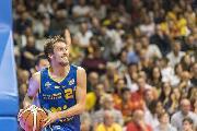 https://www.basketmarche.it/immagini_articoli/20-10-2018/poderosa-montegranaro-udine-powell-nikolic-120.jpg