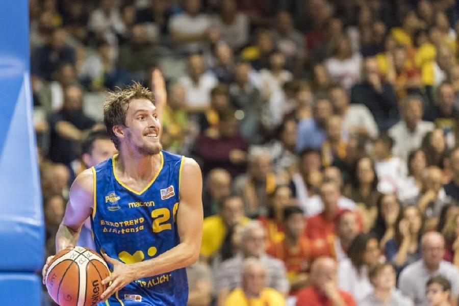 https://www.basketmarche.it/immagini_articoli/20-10-2018/poderosa-montegranaro-udine-powell-nikolic-600.jpg