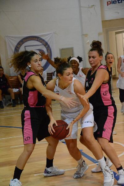 https://www.basketmarche.it/immagini_articoli/20-10-2019/basket-girls-ancona-allunga-secondo-tempo-supera-rimini-happy-basket-600.jpg