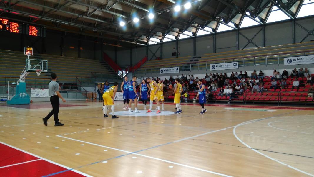 https://www.basketmarche.it/immagini_articoli/20-10-2019/pallacanestro-recanati-conquista-convincente-vittoria-titano-marino-600.jpg