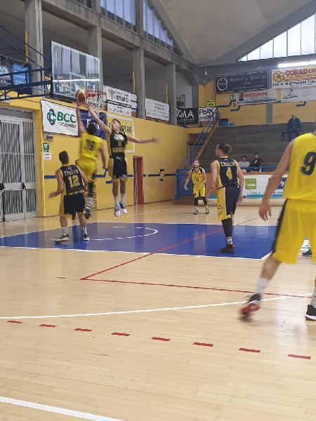 https://www.basketmarche.it/immagini_articoli/20-10-2019/santarcangelo-angels-passano-campo-basket-fanum-restano-imbattuti-600.jpg