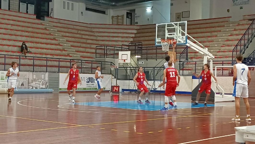 https://www.basketmarche.it/immagini_articoli/20-10-2021/eccellenza-lucky-wind-foligno-vince-volata-derby-pontevecchio-basket-600.jpg