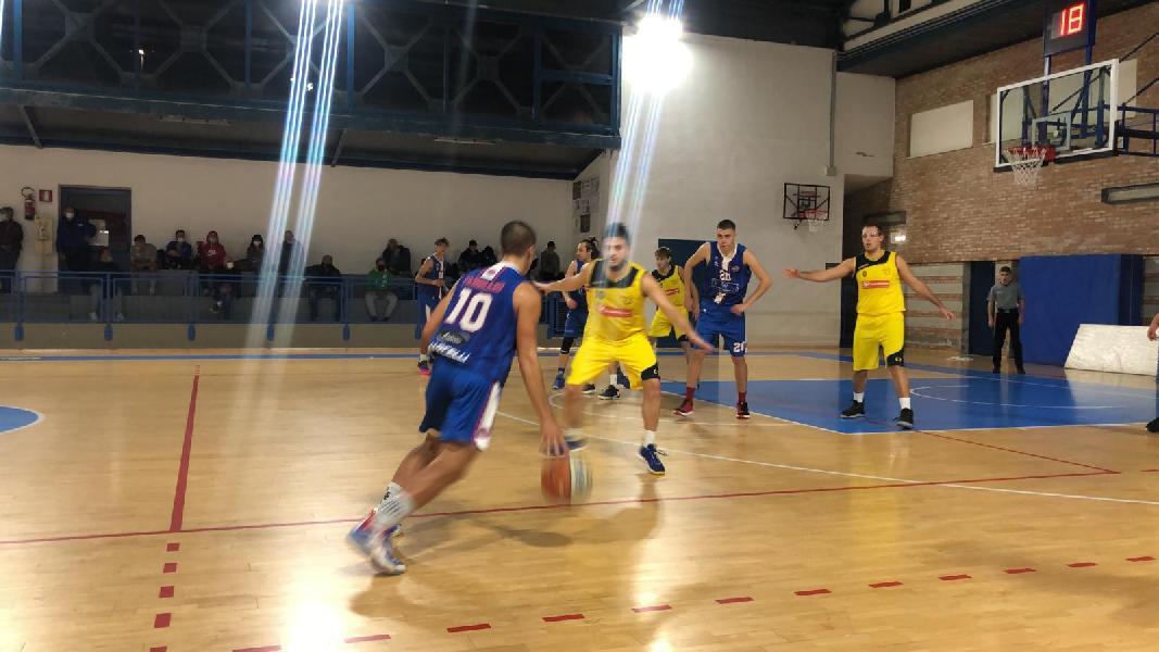 https://www.basketmarche.it/immagini_articoli/20-10-2021/posticipo-boys-fabriano-espugnano-campo-castelfidardo-600.jpg