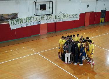 https://www.basketmarche.it/immagini_articoli/20-11-2017/promozione-b-la-don-leone-chiaravalle-vince-il-big-match-sul-campo-della-dinamis-falconara-270.jpg
