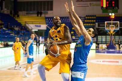 https://www.basketmarche.it/immagini_articoli/20-11-2017/serie-a2-la-poderosa-montegranaro-soffre-ma-alla-fine-trova-la-settima-vittoria-consecutiva-270.jpg