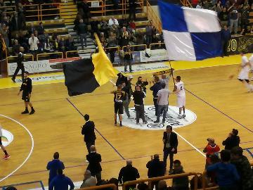 https://www.basketmarche.it/immagini_articoli/20-11-2017/serie-b-nazionale-san-severo-porto-sant-elpidio-festa-del-tifo-e-gemellaggio-tra-le-tifoserie-270.jpg